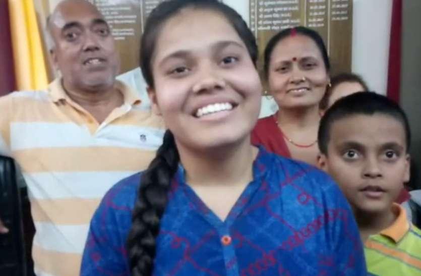 CBSE result 2019: स्टेशनरीदुकानदार की बेटी बनीं टॉपर, बनना चाहती है वैज्ञानिक
