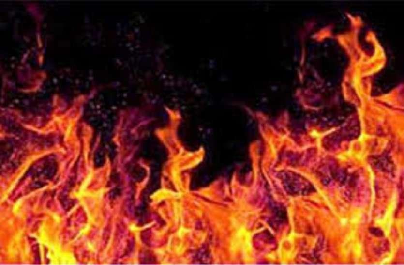 मोचीपाड़ा में मकान और बउबाजार में गोदाम में लगी आग
