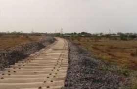 अटल नगर में रेल पटरी बिछाने का काम जारी