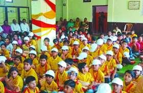 गर्मी के दौरान लग रही अनूठी पाठ शाला : सामान्य ज्ञान के साथ संस्कारों की शिक्षा