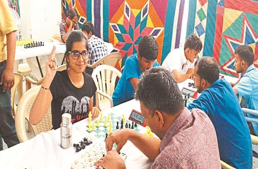रायपुर की विजुअली इंपेयर्ड नेहा ने टेक्नोलॉजी को बनाया हथियार और कर दिया ऐसा कमाल कि..