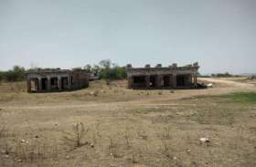 photo @ ...बांध पेटे में अब दिखने लगे हैं टापू, डूबे मकान-मंदिर नजर आए...देखें तस्वीरें