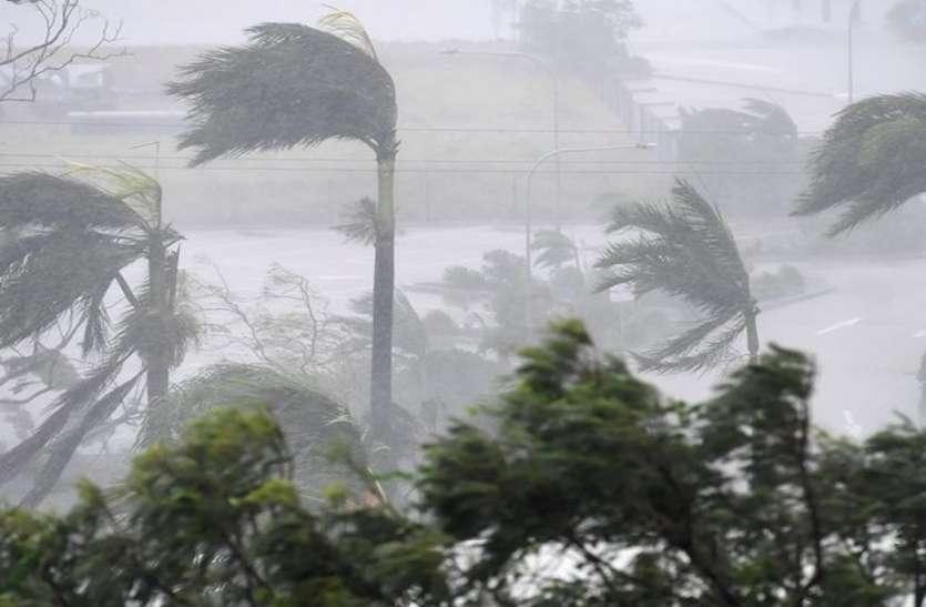 'फैनी' के असर से 12 डिग्री सेंटीग्रेड गिरा तापमान, तूफान को लेकर मौसम विभाग ने जारी किया हाईअलर्ट