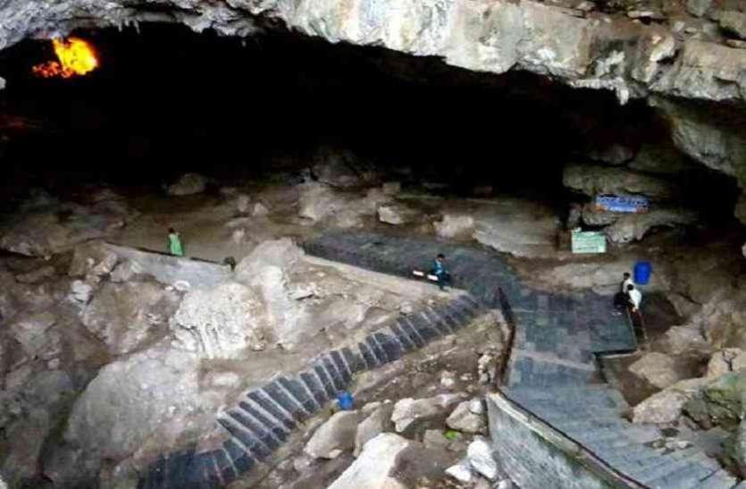 Lord Ganesha Cutted Head In Patal Bhubaneswar - इस गुफा में शिव जी ने रखा  था गणेश जी का कटा हुआ मस्तक | Patrika News