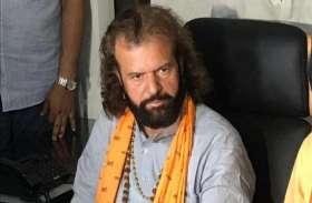 हंसराज हंस को मुस्लिम बताने पर चुनाव आयोग में CM केजरीवाल की शिकायत, CEO ने मांगा जवाब