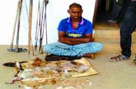 हिरण का शिकार कर युवक पका रहा था मांस, पुलिस ने गिरफ्तार कर जब्त किया हथियार और...