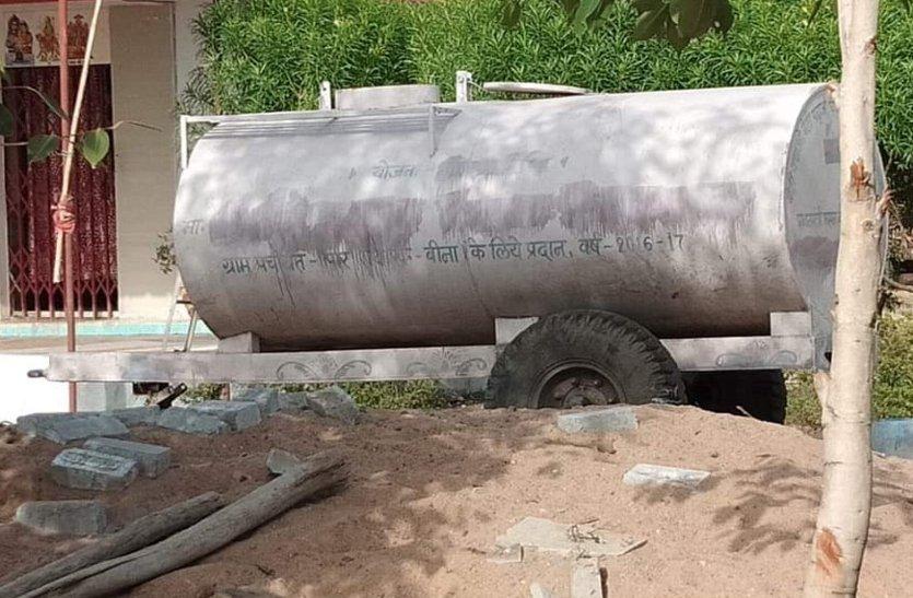 पंचायत के टैंकर से ठेकेदार करा रहे आगासौद थाने में निर्माण कार्य, पढ़े खबर