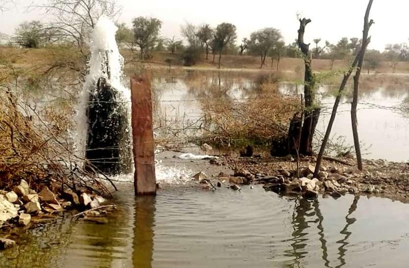 हजारों लीटर पानी व्यर्थ बहा, 64 गांवों में बंद रहेगी जलापूर्ति