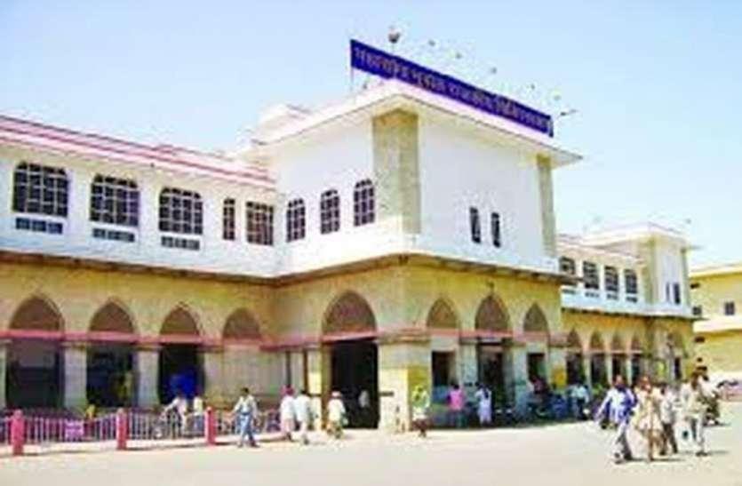 चार मेडिकल छात्र गिरफ़्तार, पुलिस पर लगाया मारपीट का आरोप