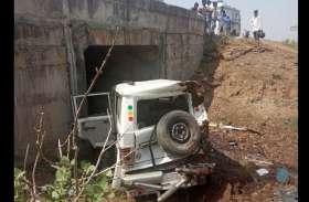 गुजरात से इलाहबाद जा रही परिवार की जीप 10 फीट गहरी खाई में गिरी, 5 घायल, 3 की हालत नाजुक