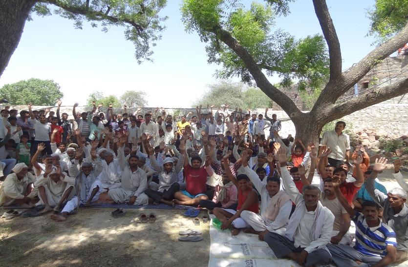 ग्रामीणों ने किया मतदान का बहिष्कार, सड़क निर्माण फिर मतदान
