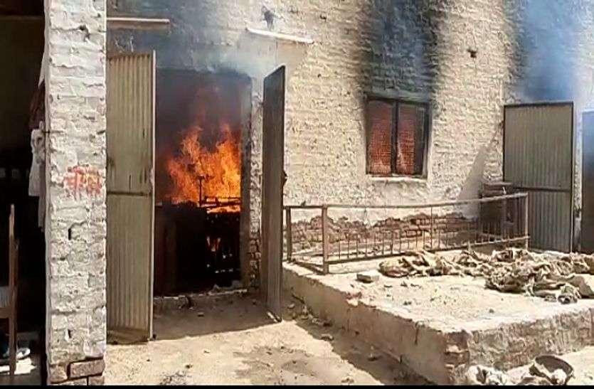 vidio : ऊन मिल में लगी आग, पांच दमकल कर रही मशक्कत
