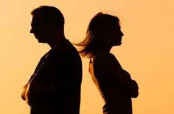 दुल्हन बनाकर घर ले आया सौतन तो पत्नी ने बेलन से पिटाई कर भगाया, नाराज पति ने ली ये कसम और...