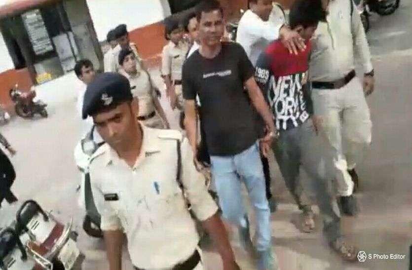 सुबूत जुटाने सोहेल के साथ घटनास्थल पहुंची पुलिस, कोर्ट में पेशी के दौरान युवक ने पीछे से आकर मारा चांटा