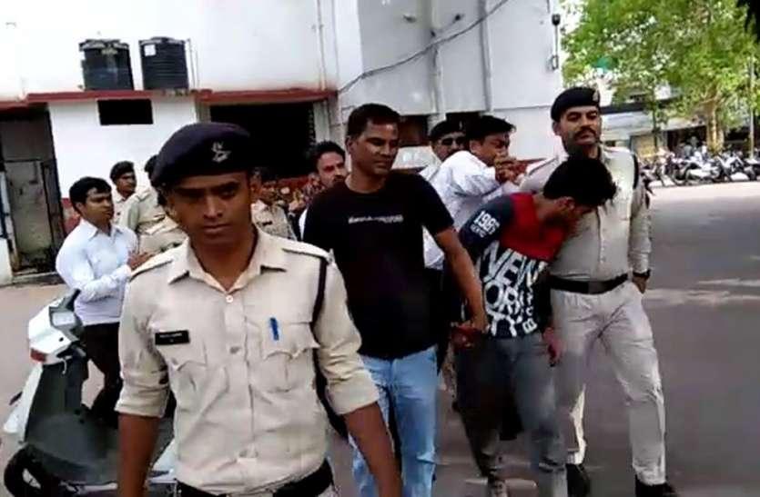 Viral Video: मध्यप्रदेश के सनसनीखेज हत्याकांड के आरोपी को कोर्ट में मारा चांटा