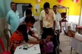 फतेहपुर में मतदान शुरू, कुछ जगह वोटिंग मशीनें खराब होने की सूचना