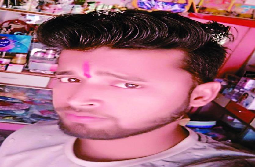 क्रिकेट बैट से पीट-पीट कर युवक की हत्या, छत पर मिली खून से सनी लाश