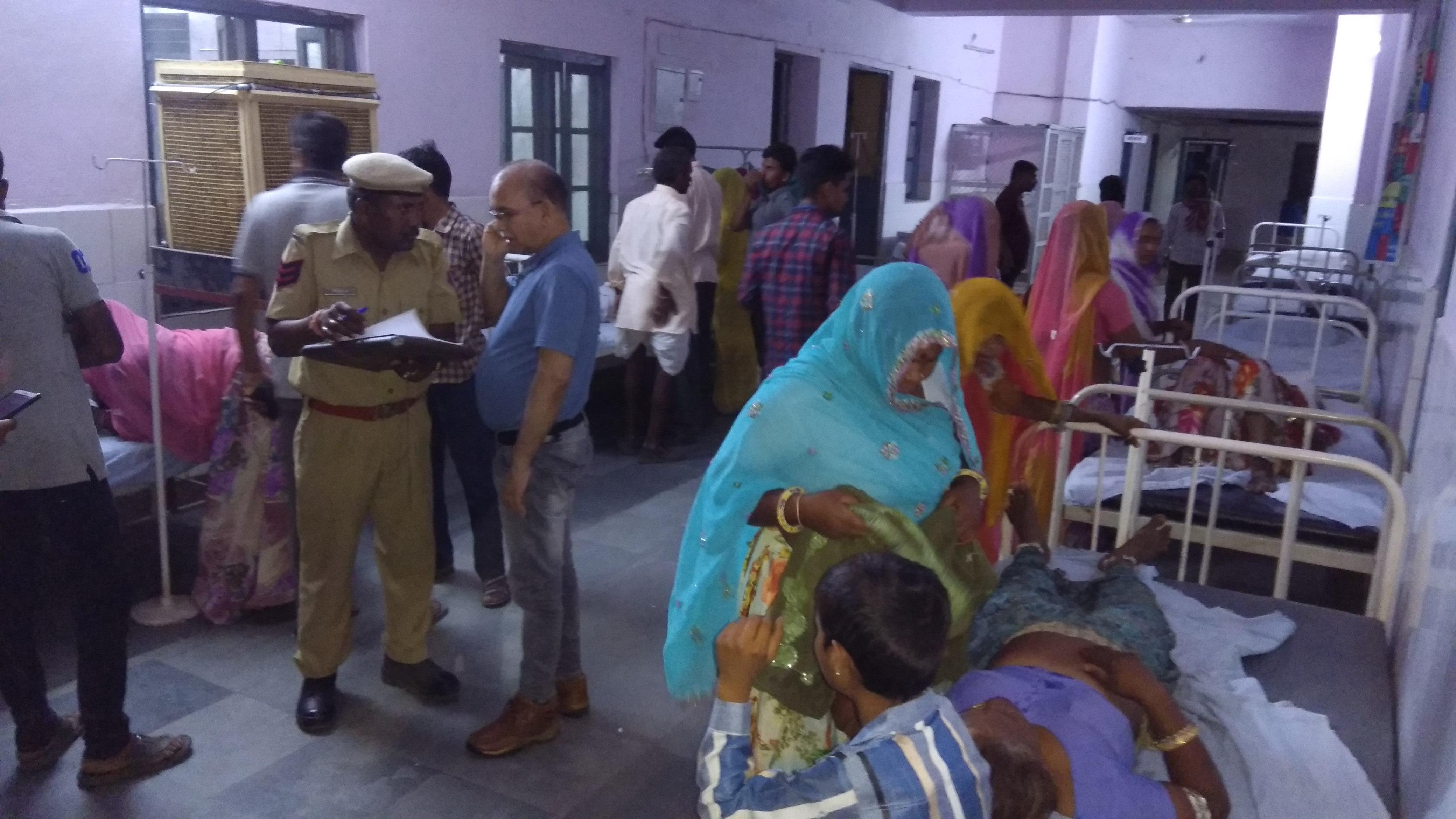 VIDEO : वैन कुएं में गिरी, मासूम सहित 6 जने सवार थे, परिवार शादी समारोह से घर लौट रहा था