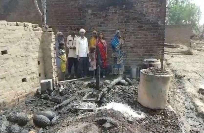 भीषण आगजनी में 65 घर हुए राख, बच्चा जिन्दा जला, दो पशु भी मरे