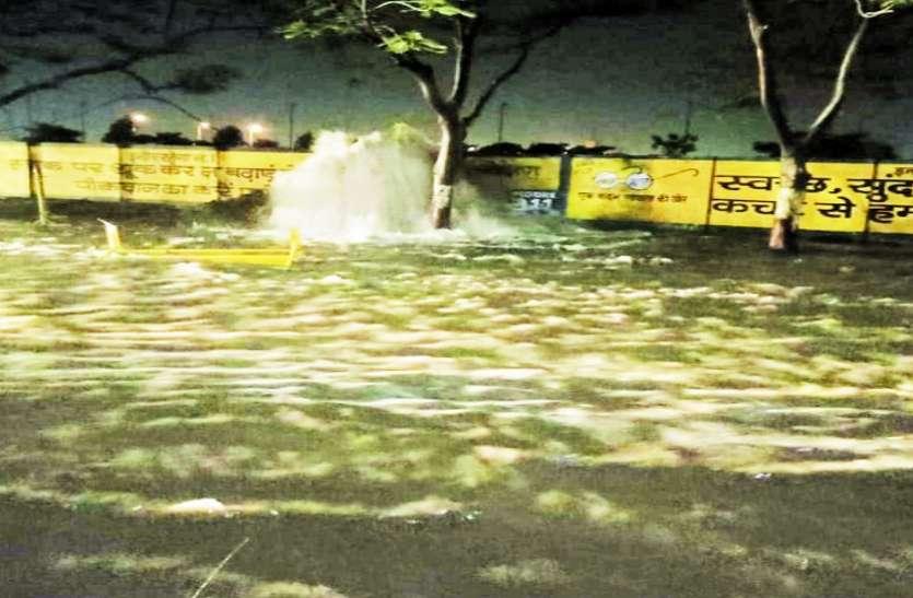 VIDEO : चार जगह फूटी नर्मदा पाइप लाइन, भीषण गर्मी में लाखों लीटर पानी बर्बाद