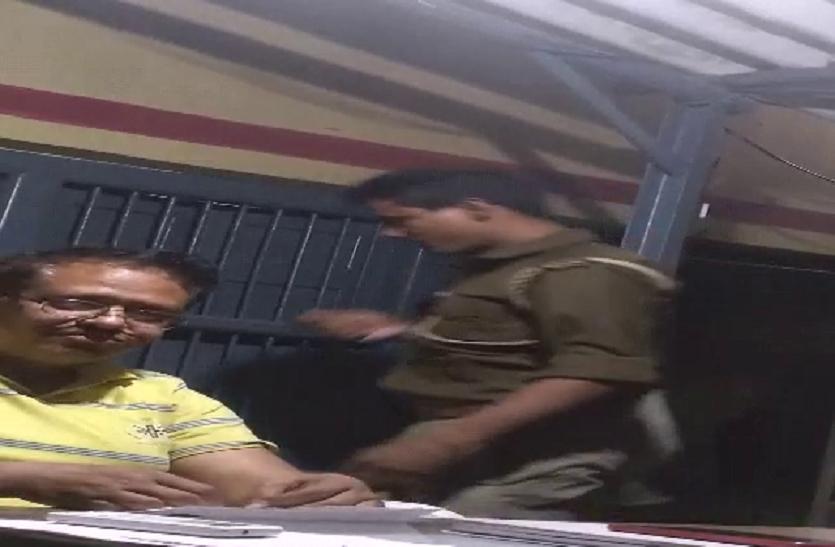 आपको जेल भिजवाने के लिए पुलिस के पास शराब और तमंचा तैयार है, विश्वास न हो तो ये वीडियो देख लीजिए