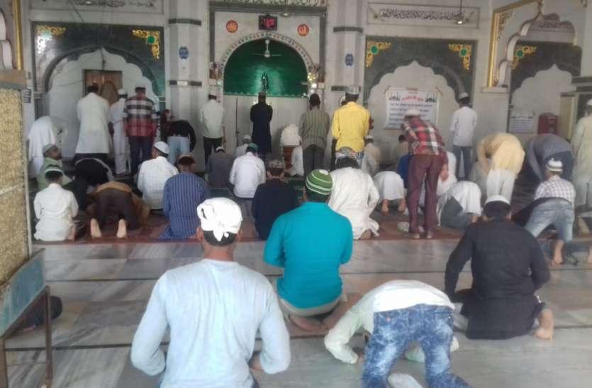 रमजान में बरसती है, खुदा की रहमत