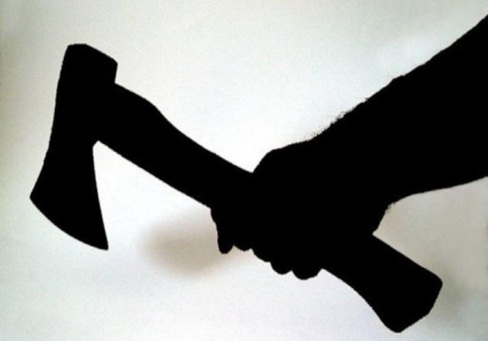 विवाद पर दो पक्षों में चली कुल्हाड़ी