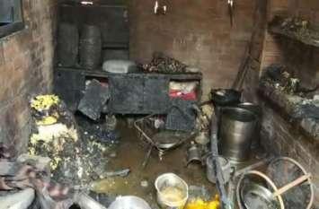 यूपी के इस जिले में धमाका, मां की मौत, एक दर्जन गंभीर, देखें वीडियो