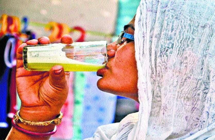 गर्मी में गले को तर कर रहे पेय पद्धार्थों का बाजार गर्म