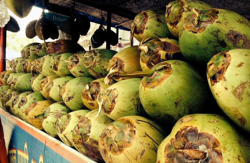 ताबूत से स्मगलिंग तो नारियल पानी की आड़ में शराब की बिक्री, एक गिरफ्तार