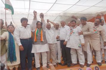 भाजपा को खुद की उपलब्धियों पर विश्वास नहीं, तभी दूसरों पर इल्जाम लगाकर कर रही वोट की राजनीतिः राज बब्बर