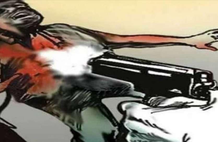 ससुराल में युवक ने ससुर पर किया फायर, कंधे में लगी गोली