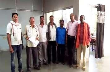 नहर मरम्मत को लेकर किसानों ने कलेक्ट्रेट में किया प्रदर्शन
