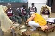प्रधानमंत्री नरेंद्र मोदी आज फिर लेंगे पांव पखारने वाले स्वच्छता कर्मियों से आशीर्वाद