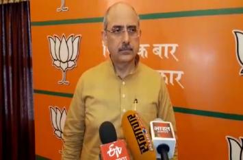 सैम पित्रोदा के बयान पर बीजेपी का पलटवार, कहा राजीव गांधी ने भी कहा था कि बड़ा पेड़ गिरता है तो धरती हिलती है