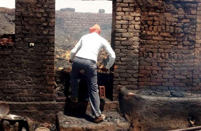 घर में भड़की आग से अन्नदाता का अनाज राख, अब राहत की उम्मीद
