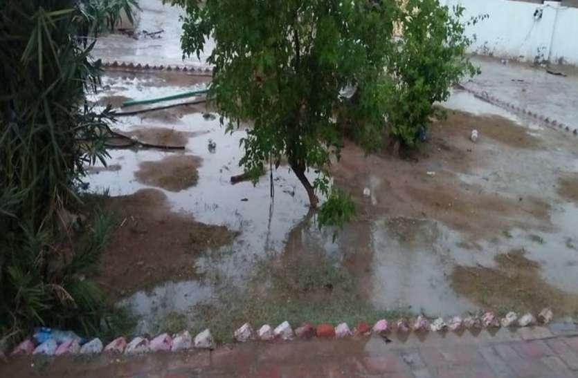 बीकानेर में यहाँ बदला मौसम का मिजाज, बारिश के साथ गिरे ओले