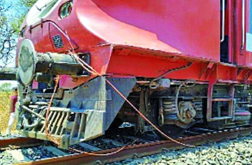 700 यात्रियों को लेकर दौड़ रही ट्रेन के पहिए में लिपटी केबल, झटका लगा और...