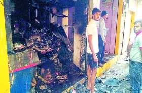 CCTV में युवक कैद : जनरल स्टोर की दुकान में लगाई आग से 13 लाख का जला माल