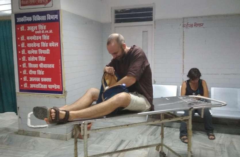 फ्रांस से भारत भ्रमण पर आए दम्पति, बाइक से जा रहे थे बनारस रास्ते में आ गई गाय और...