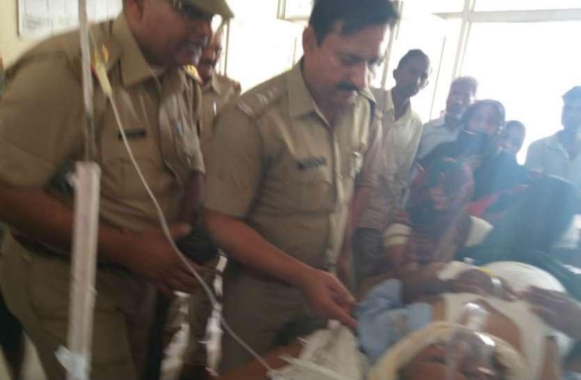 फिरोजाबाद में स्कूल से घर जा रहे शिक्षक को दिन दहाड़े मारी गोली, गंभीर हालत में आगरा रेफर, देखें वीडियो