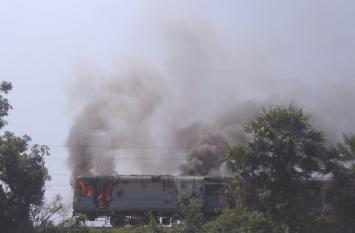 भुवनेश्वर राजधानी एक्सप्रेस की पावर बोगी में आग, यात्री सुरक्षित