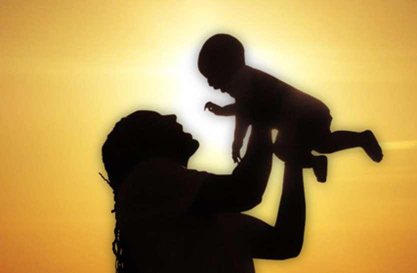 Corona crisis के बीच बच्चों और लोगों को सम्भाल रहीं वर्दीधारी माताएं