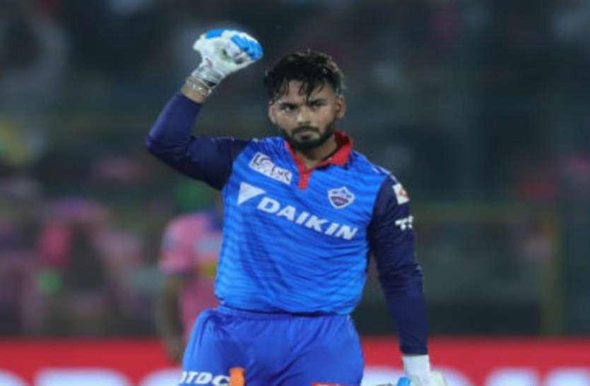 दिल्ली कैपिटल्स के खिलाड़ी को अंपायर ने बीच मैदान में फटकारा
