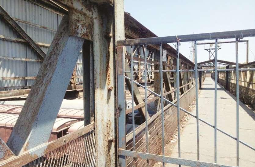 वडाला में दो पुल बंद, घूमकर जाने पर लोग मजबूर
