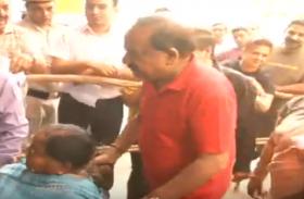 Video: दिल्ली के दंगल में हर्षवर्धन और मनीष सिसोदिया ने डाला वोट