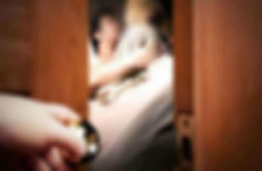 ससुराल से लौट शादीशुदा प्रेमी के घर इस हाल में मिली प्रेमिका, पत्नी ने देखा तो...