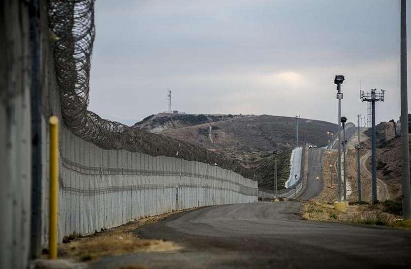 पाकिस्तान व अफगानिस्तान को मिलने वाला धन मेक्सिको सीमा पर दीवार बनाने में खर्च कर रहा है अमरीका