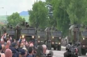 VIDEO: सर्बिया ने 'विजय दिवस' पर दिखाई सैन्य ताकत, परेड में 300 सैन्य वाहनों का प्रदर्शन