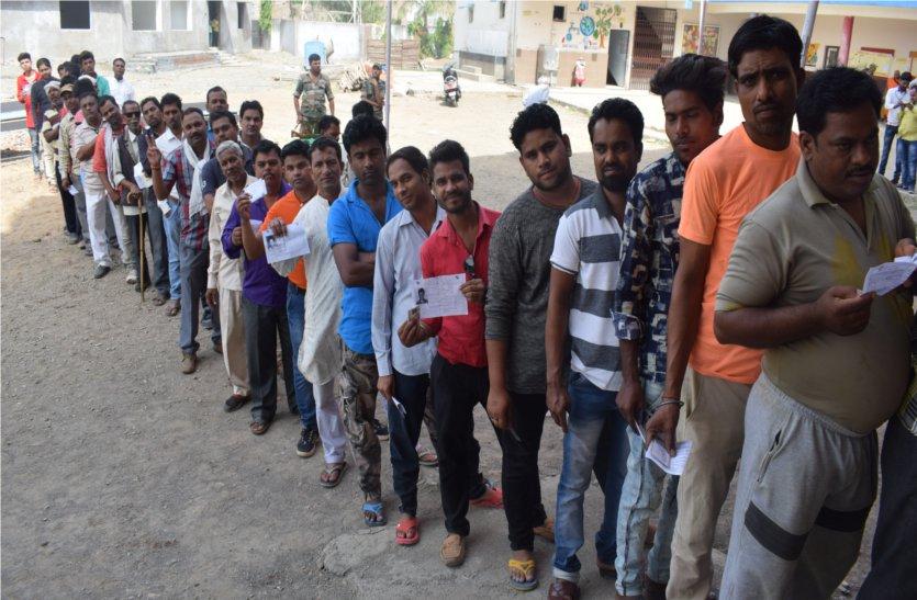 लोकतंत्र के उत्सव में उत्साह के साथ हुए शामिल, किया मतदान